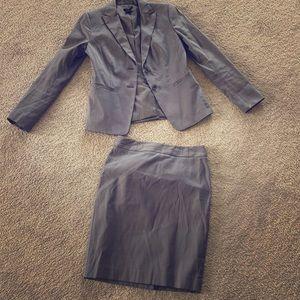Ann Taylor 2 piece suit petite size 2